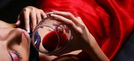 woman-wineglass-red-w