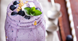 banana-blueberry-smoothie-w